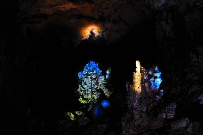集团组队考察苏圩镇十八罗汉洞